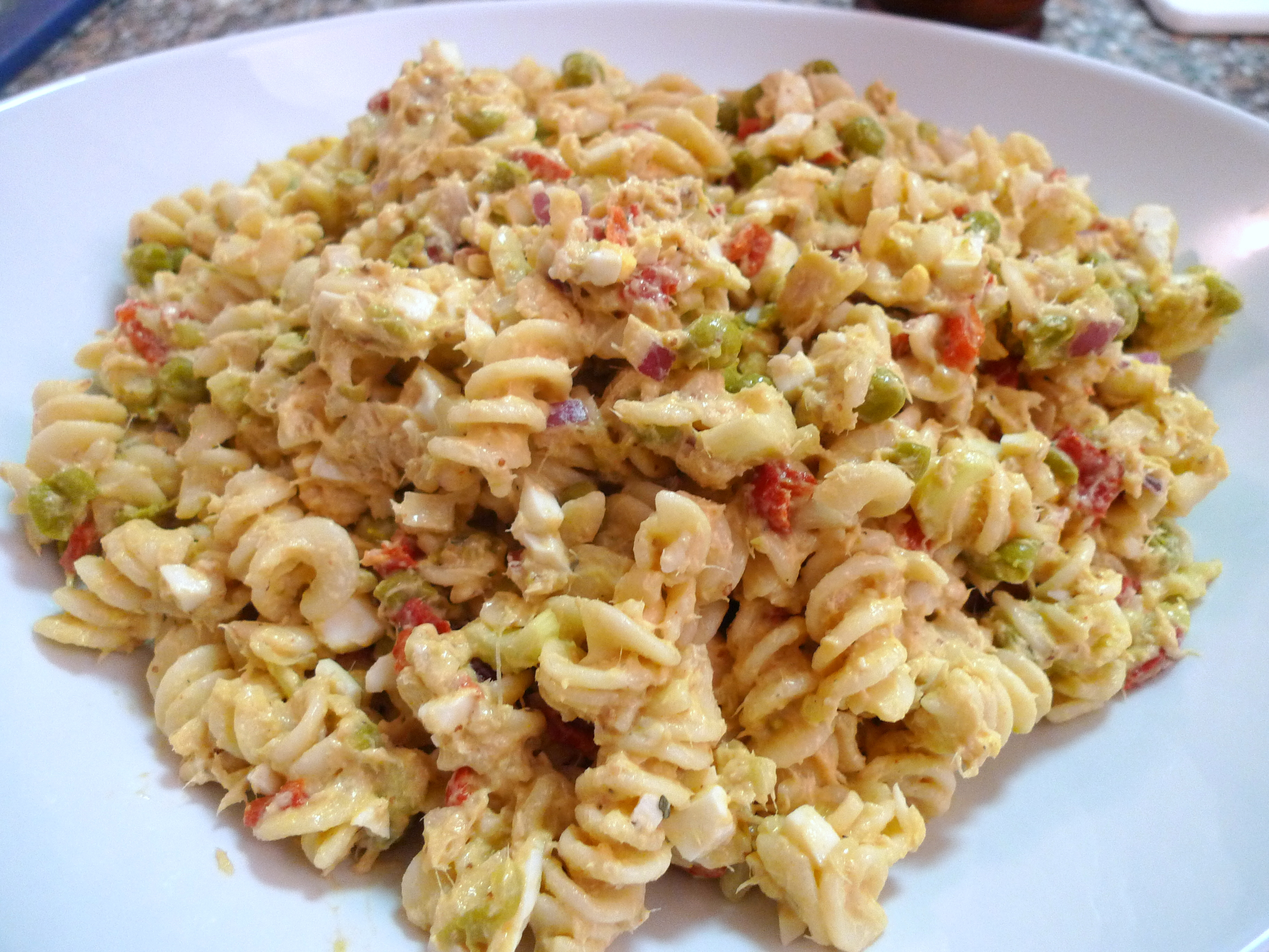 Tuna pasta salad food comas for Tuna fish pasta