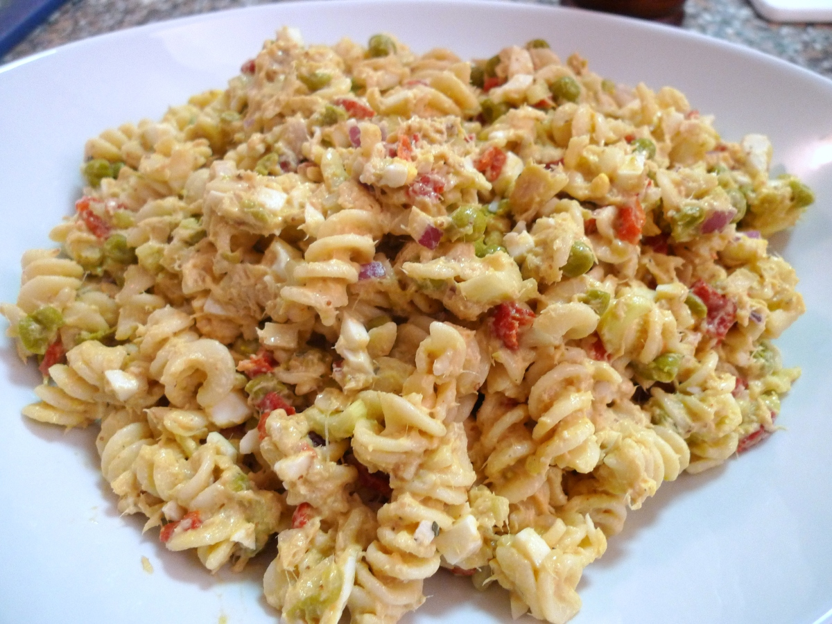 Tuna pasta salad food comas for Macaroni salad with tuna fish