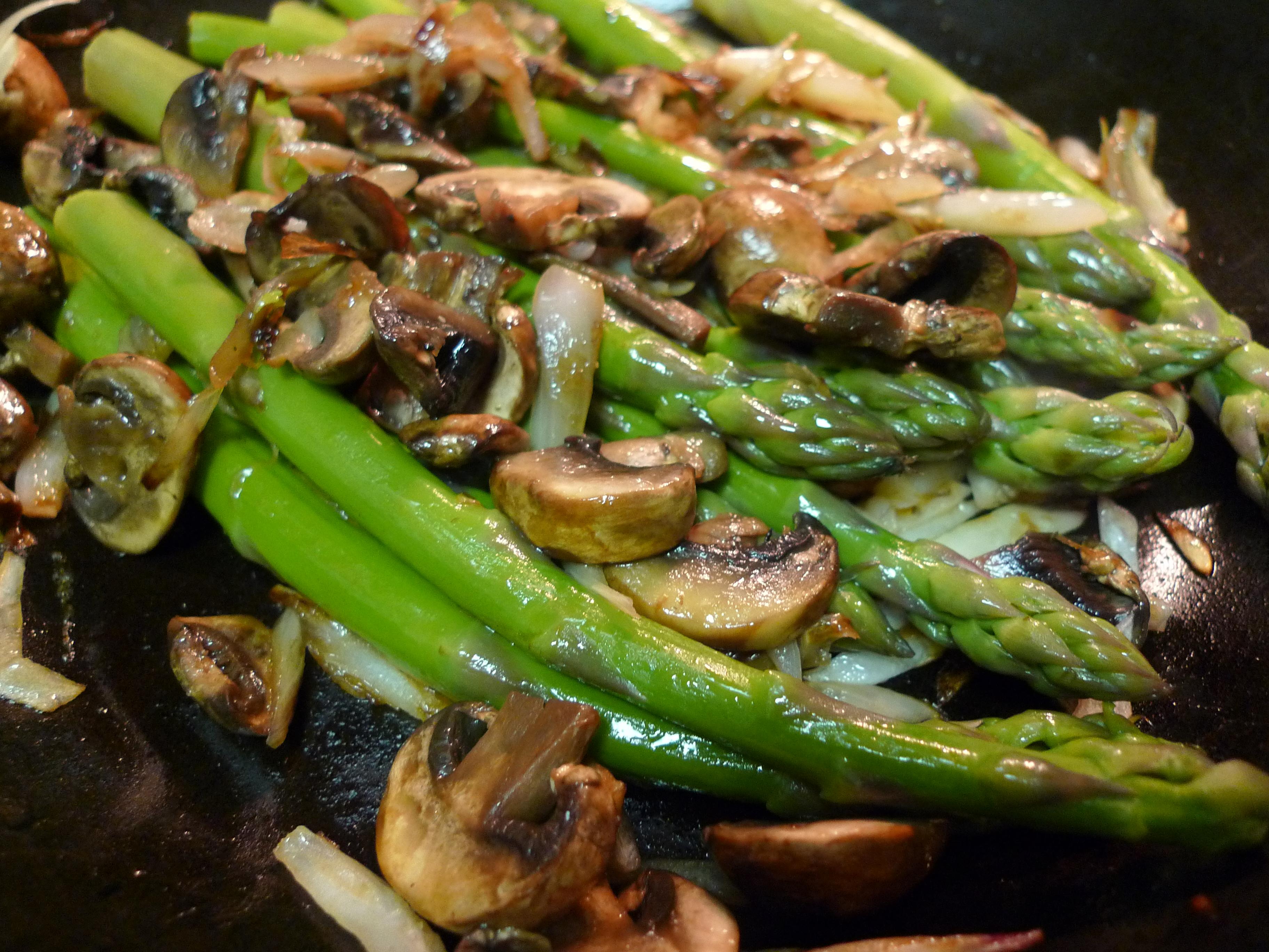 Sautéed Asparagus with Mushrooms | food comas