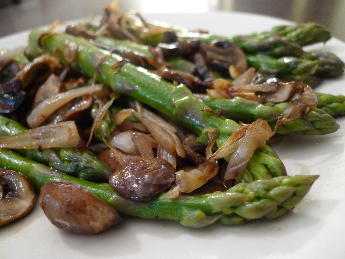 Sautéed Asparagus with Mushrooms