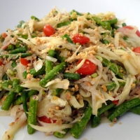 Green Papaya Salad (Som Tam Thai)