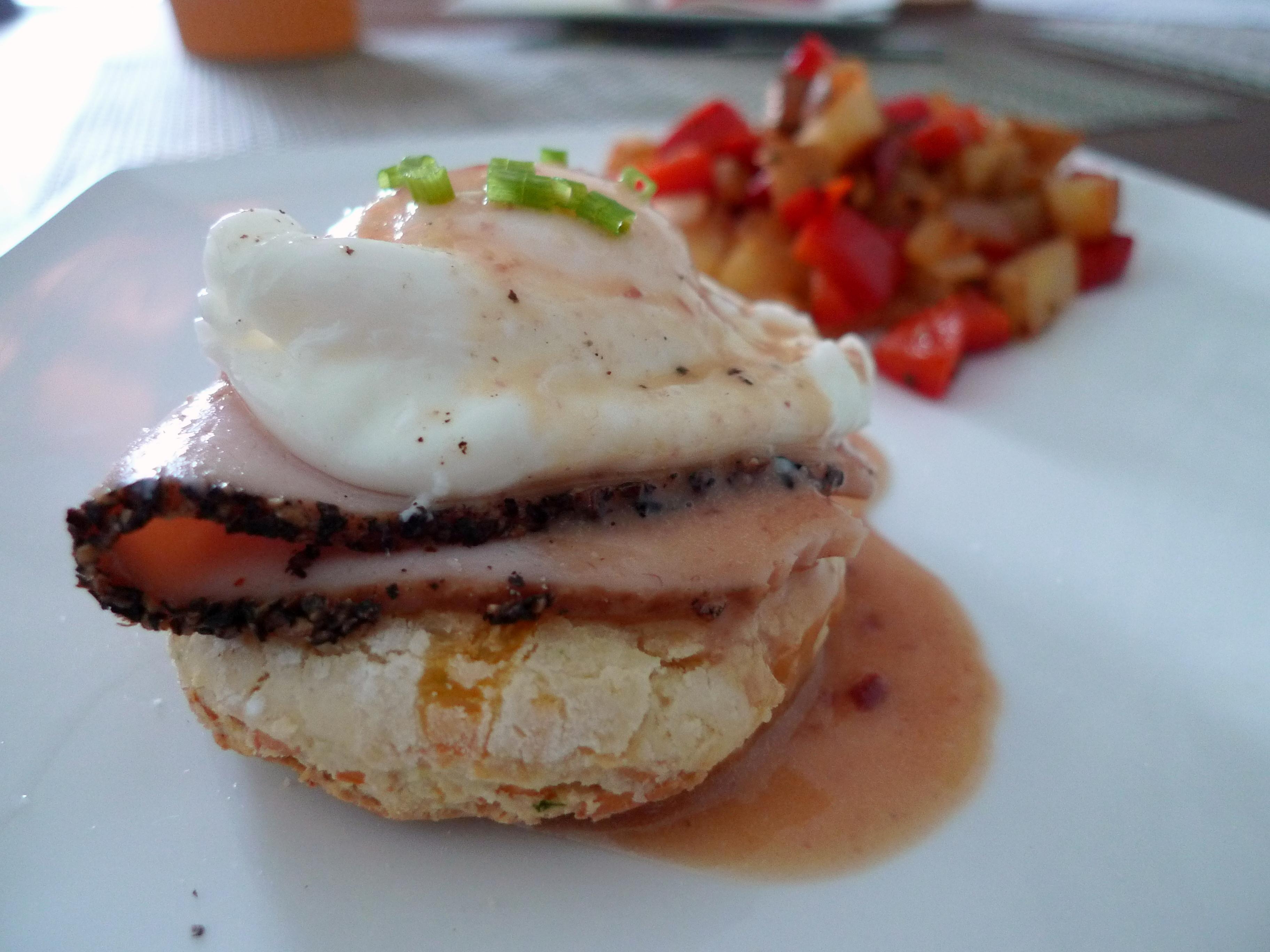 Thanksgiving Leftovers Eggs Benedict | food comas