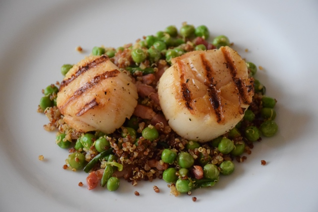 Seared Scallops with Bacon, Peas, and Red Quinoa | food comas